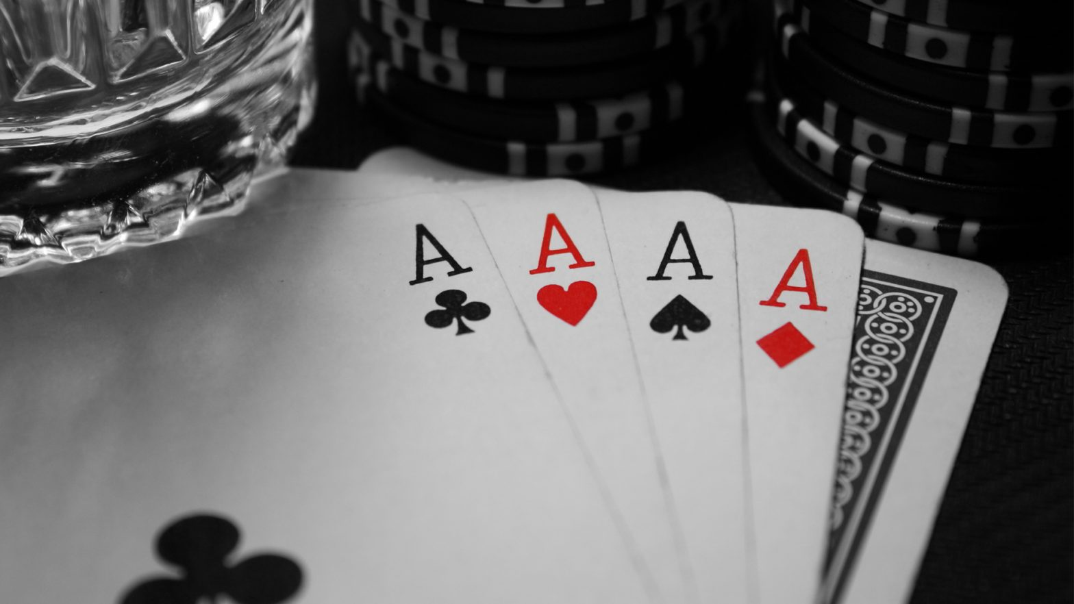 The Reality About Online Gambling In Six Little Phrases